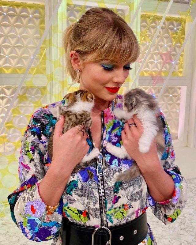 Apm Météorites de Goujon de Boucles d'oreilles portées par Taylor Swift Instagram le 7 novembre 2019