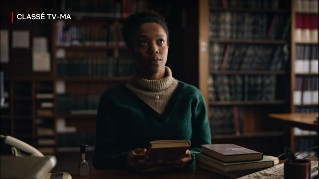 Green sweater of Bonnie (Naomi Ackie) in The End of the F***ing World (S02E01)