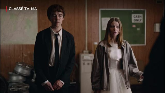 Manteau gris de Alyssa (Jessica Barden) dans The End of the F***ing World (S02E02)