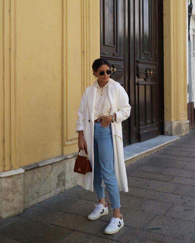 Oversized White Coat of Maria Teresa Valdes on the Instagram account @marvaldel