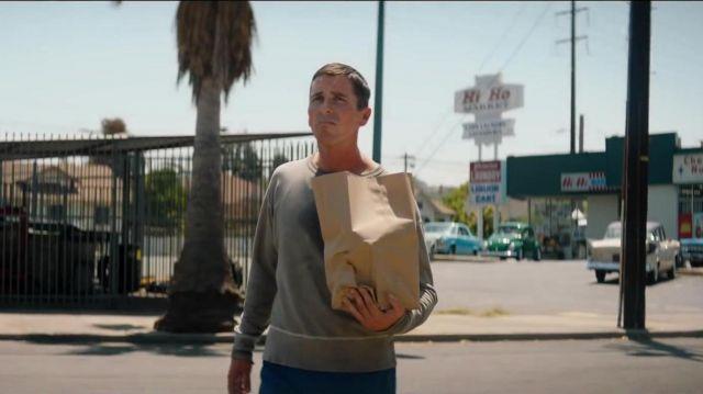 Gris Pull porté par Ken Miles (Christian Bale) en Ford / Ferrari
