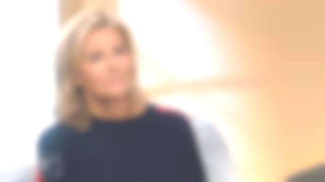 claire chazal pull rouge