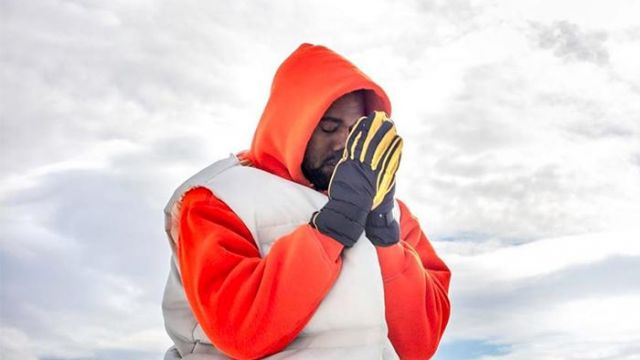 Black and yellow winter gloves of Kanye West in Kanye West - Follow God
