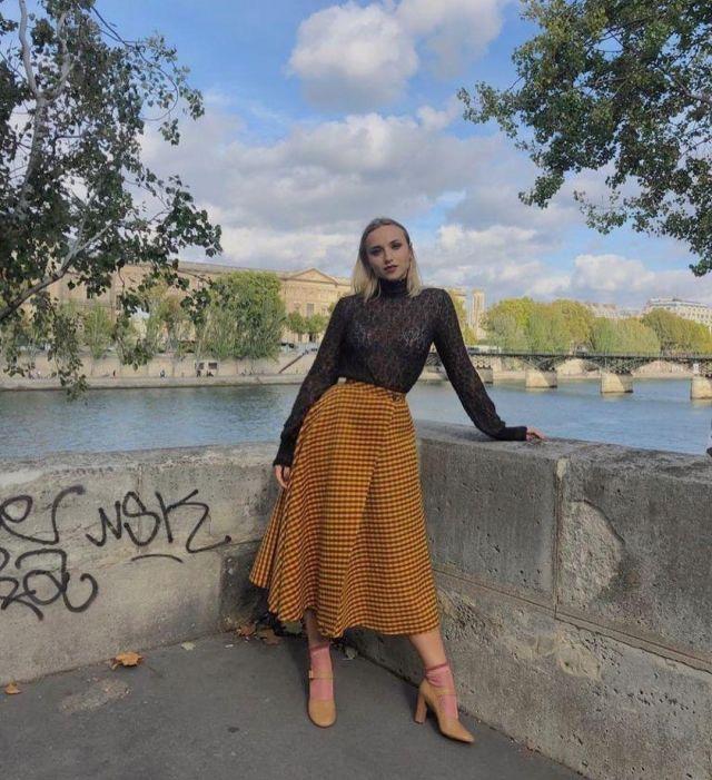 Chaussette montante rose de Chloé Jouannet sur le compte Instagram de @jouannetchloe