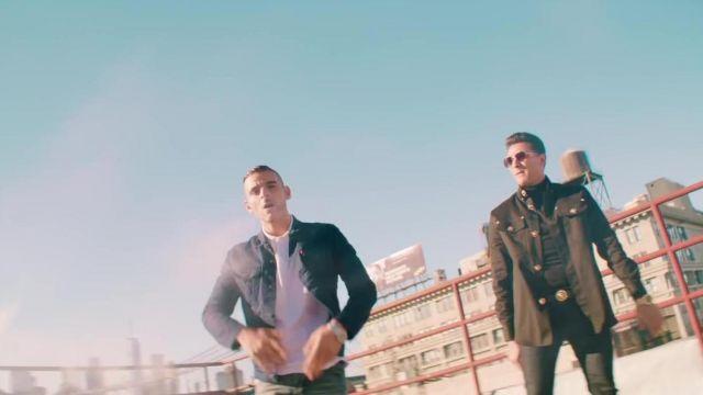 La chemise en jean bleu marine portée par Sofiane aka Fianso dans son clip Les Princes de la Nuit de L'Algerino