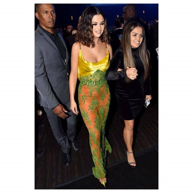 Versace V Bow Pompes pour les Femmes portés par Selena Gomez American Music Awards le 24 novembre 2019