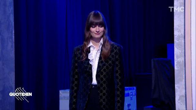 La veste de blazer noire en velours Gucci GG portée par Clara Luciani dans Quotidien du 27 novembre 2019