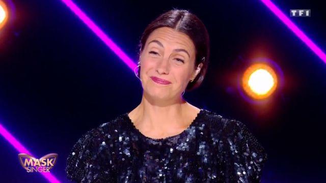 La Robe Brodée De Sequins Noire à Épaules Structurées de Alessandra Sublet dans Mask Singer Episode 4 du 29/11/2019