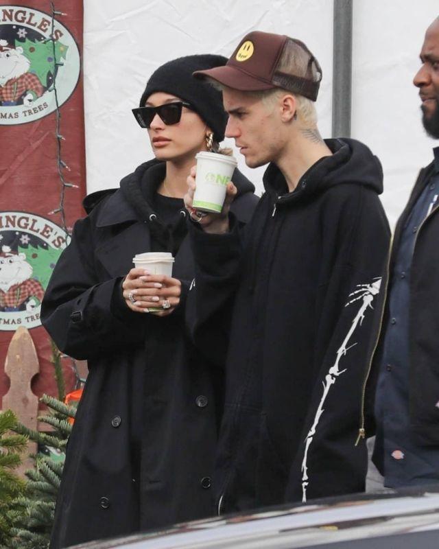 Acne Black Peele Beanie worn by  Hailey Bieber Hollywood December 1, 2019