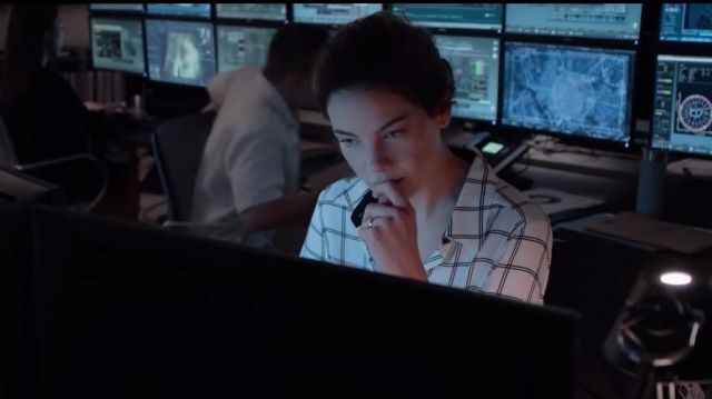 White check shirt of Eva Geller (Michelle Monaghan) in Messiah Season 1