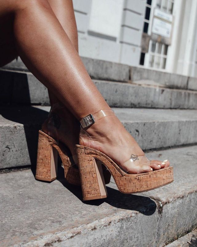 Perspex Platform Heels of Jessica Shears on the Instagram account @jessica_rose_uk