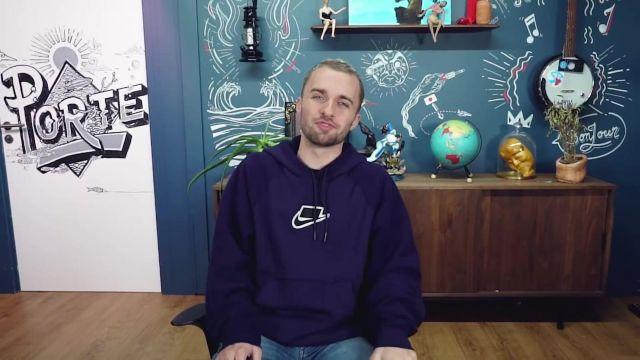 Le sweatshirt à capuche Nike violet de Squeezie dans sa vidéo Il est temps d'assumer mes bêtises...