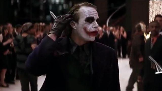Knife of the joker in Batman The Dark Knight worn by Joker Heath Ledger in the movie the Dark Knight : The black Knight