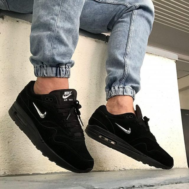 air max 1 black jewel