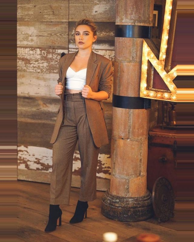 Florence Pugh Top >> The Frankie Shop Wine Houndstooth Belted Woolen Blazer Worn