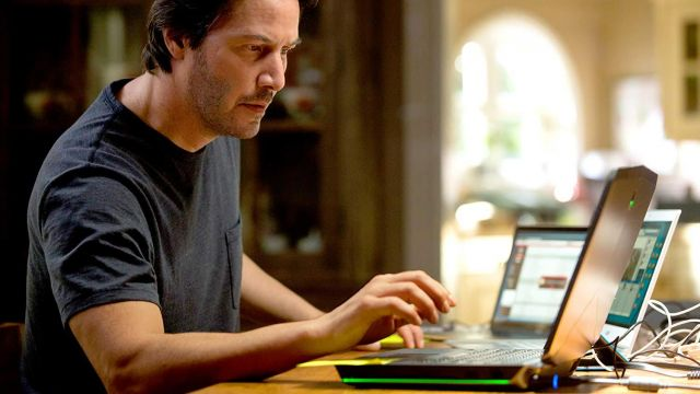 Alienware Laptop used by William Foster (Keanu Reeves) in Replicas
