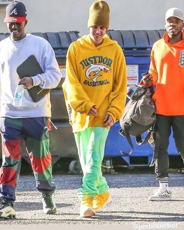 Il suffit de Ne Requin Basket-ball Hoodie, portés par Justin Bieber 3ème Studio de Danse à Los Angeles le 9 décembre 2019