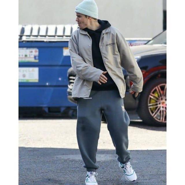 Gris en Molleton Logo Sueurs porté par Justin Bieber 3ème Studio de Danse le 16 novembre 2019