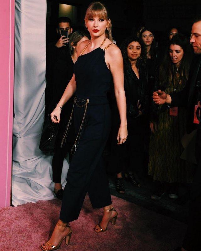 Sergio rossi Argent Métallique Sandales en Cuir de Taylor Swift sur l'Instagram account @taylorswift 13 décembre 2019
