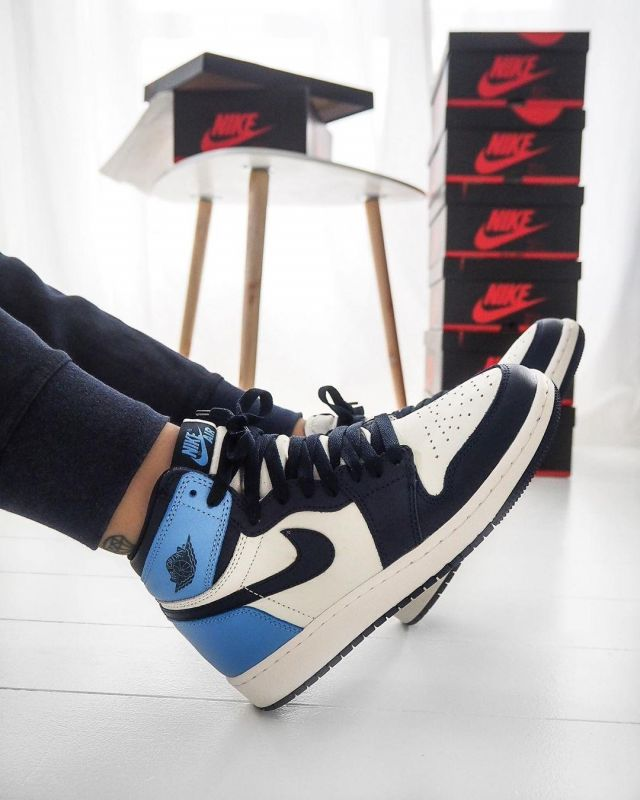 The Pair Of Trainers Nike Jordan 1 Retro High Obsidian Unc Worn By