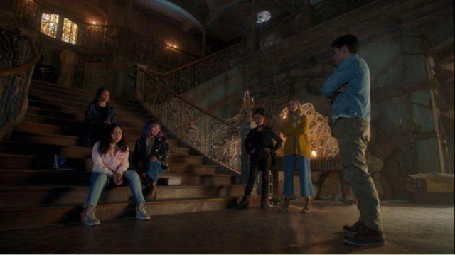 Vans Light Purple Sneakers worn by Molly Hernandez (Allegra Acosta) in Marvel's Runaways Season 3 Episode 4