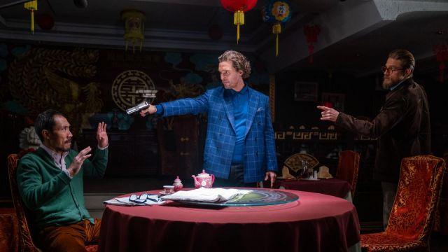 La veste de blazer bleue à carreaux de Mickey Pearson (Matthew McConaughey) dans The Gentlemen