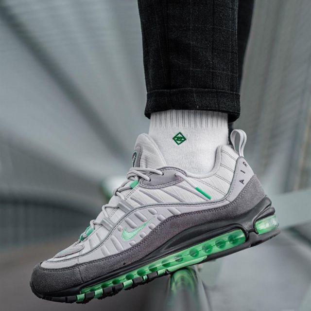 Sneakers Nike Air Max 98 Grey Mint worn by Nicolas Iniesta on his ...