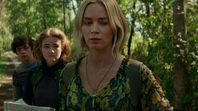 Le jaune et le vert de la robe imprimée porté par Evelyn Abbott (Emily Blunt) dans Un Endroit Calme, II