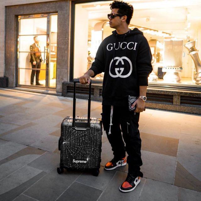 Valise supreme x rimowa de aripetrou   sur le compte Instagram de @aripetrou