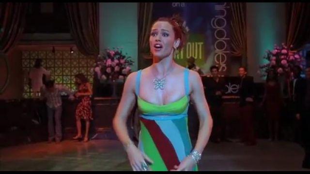 Robe portée par Jennifer garner  portée par Jenna Rink Jennifer Garner dans le film 30 ans sinon rien