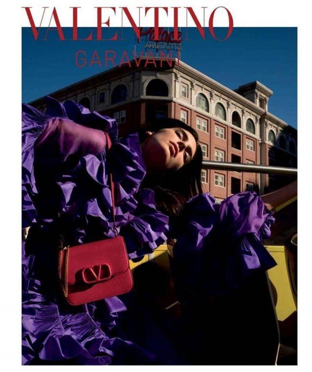 Le sac à main Valentino porté par Kendall Jenner sur le compte Instagram de @kendalljenner