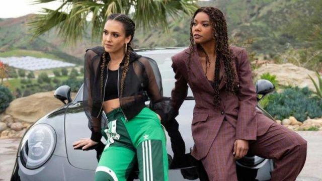La veste noire translucide portée par Nancy McKenna (Jessica Alba) dans la série Los Angeles : Bad Girls