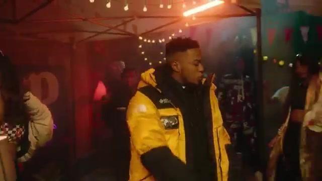 La parka jaune et noire The North Face portée par Niska dans le clip M.D de 4Keus