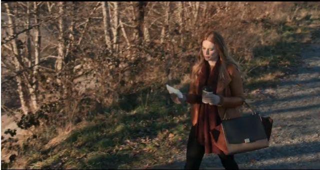 Trapeze Leather Handbag worn by Melinda Monroe (Alexandra Breckenridge) in Virgin River Season 1 Episode 1