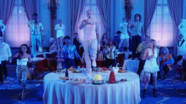 """Débardeur rose de son nouveau single """"Yummy"""" porté par Justin Bieber dans la vidéo YouTube de Justin Bieber - Yummy (Vidéo Officielle)"""