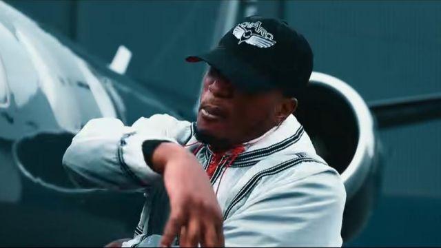 La casquette noir avec des ailes porté par Niska dans la vidéo Koba LaD - RR 9.1 feat. Niska