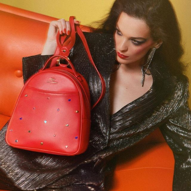 The backpack red by Katy Perry on the account Instagram of @katyperry