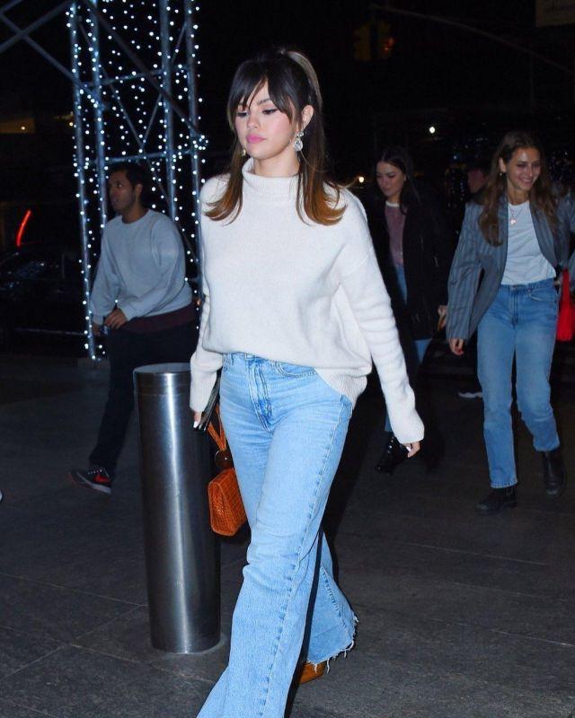 De Loin la Balle Croco en Relief Sac porté par Selena Gomez Nobu 13 janvier 2020