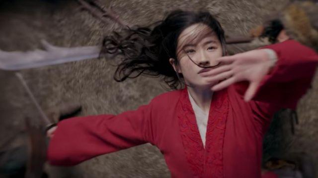 Red kimono worn by Mulan (Yifei Liu) in Mulan