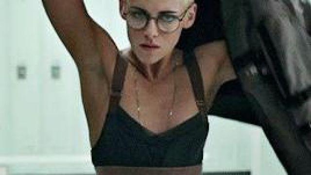 VPL B Bra of Norah (Kristen Stewart) in Underwater