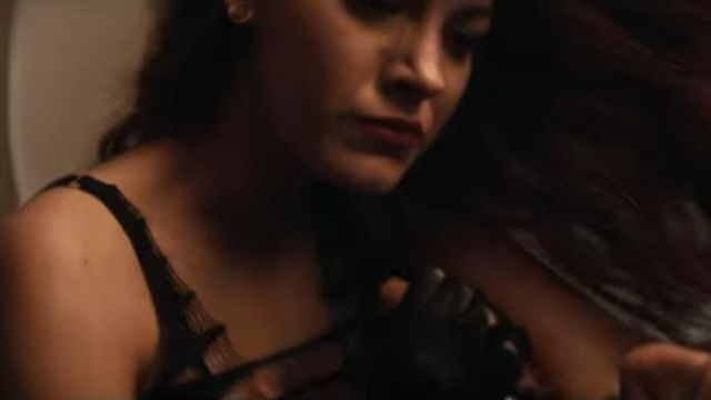 Le soutien gorges Agent Provocateur de Stephanie Patrick (Blake Lively) dans The Rhythm Section