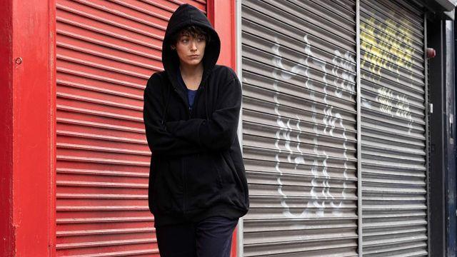 Noir Zip Hoodie, portés par Stephanie Patrick (Blake Lively) comme vu dans La Section Rythmique