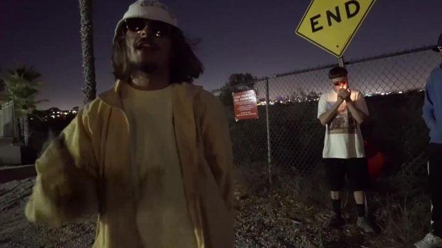 Le tee shirt jaune pâle de Lorenzo dans la vidéo Lorenzo - Bizness (Clip Officiel)