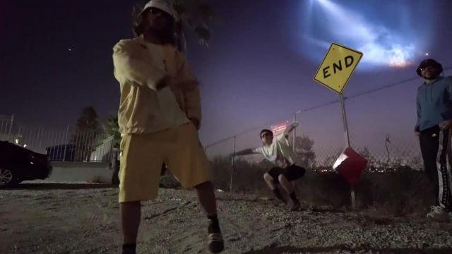 Le short jaune porté par Lorenzo dans la vidéo Lorenzo - Bizness (Clip Officiel)