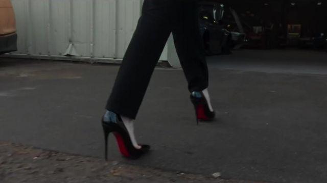 Christian Louboutin Noir Pompes porté par Rosalind Pearson (Michelle Dockery) chez Les Messieurs