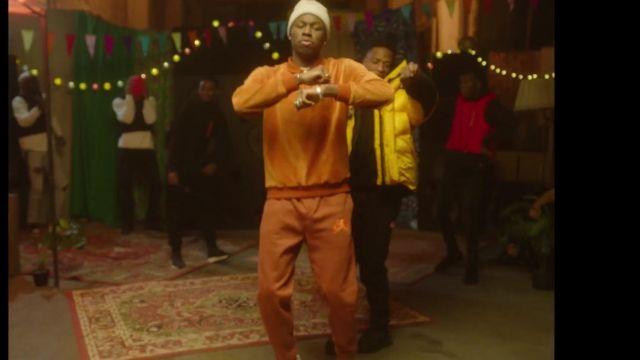 Le jogging orange marron porté par Tiakola dans le clip 4Keus Feat. Niska - M.D