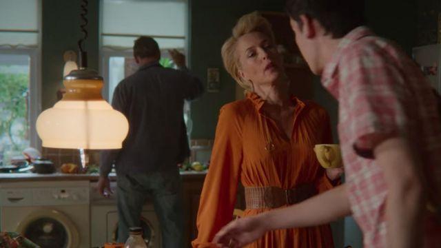 La ceinture épaisse marron en cuir de Jean Milburn (Gillian Anderson) dans Sex Education (Saison 2 Episode 4)