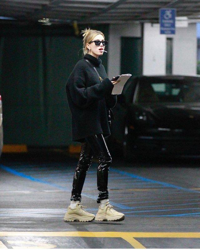 Ray Ban Standard Classic Wayfarer Polarized Sunglasses worn by Hailey Baldwin with Justine January 21, 2020