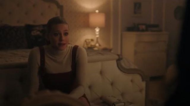 White Crossbody Bag worn by Betty Cooper (Lili Reinhart) in Riverdale Season 4 Episode 10