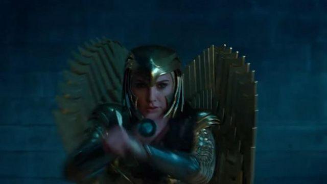 The helmet golden Diana Prince / Wonder Woman (Gal Gadot) in Wonder Woman 1984